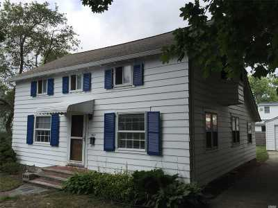 West Islip Single Family Home For Sale: 363 Bay 3rd St