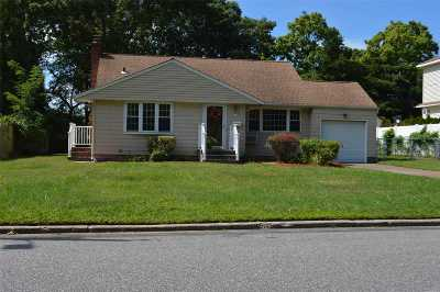 West Islip Single Family Home For Sale: 684 Pat Dr
