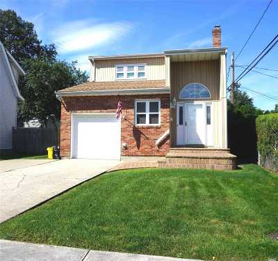 Plainview Single Family Home For Sale: 10 Rose St