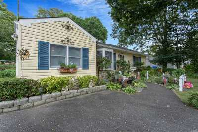 West Islip Single Family Home For Sale: 870 Ocean Ave