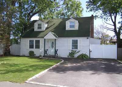 Lindenhurst Single Family Home For Sale: 19 3rd St