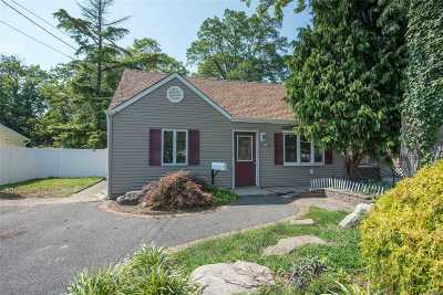 Amityville Single Family Home For Sale: 876 County Line Rd