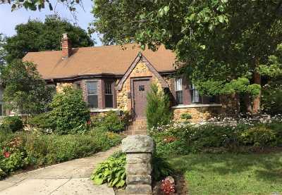 Merrick Single Family Home For Sale: 193 S Hewlett Ave