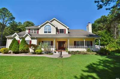 Manorville Single Family Home For Sale: 14 Moran Ct
