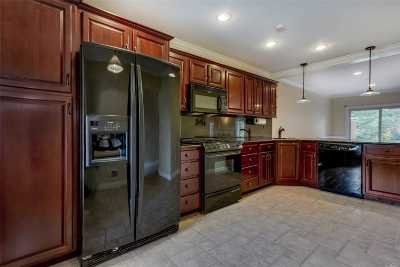 Hauppauge NY Condo/Townhouse For Sale: $474,800