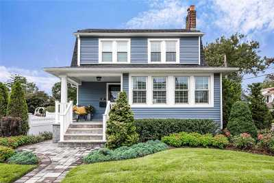 Lynbrook Single Family Home For Sale: 41 Smith St