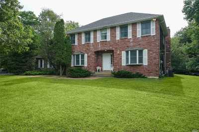 East Islip Single Family Home For Sale: 2 Fawn Ln