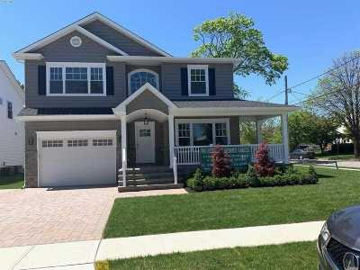 Merrick Single Family Home For Sale: 82 Wynsum
