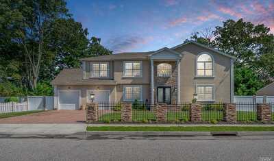 Lindenhurst Single Family Home For Sale: 250 N 5th St