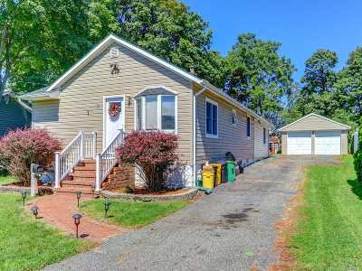 Farmingdale Single Family Home For Sale: 19 Terrace View Rd