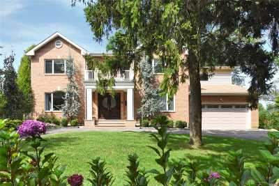 Port Washington Single Family Home For Sale: 58 Country Club Dr