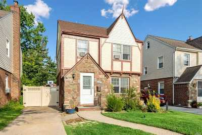 Bellerose, Glen Oaks Single Family Home For Sale: 86-37 253rd St