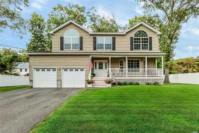 Smithtown Single Family Home For Sale: 11 6th Ave