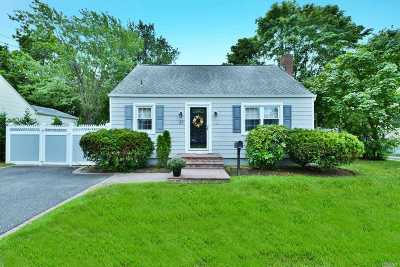 Massapequa Single Family Home For Sale: 27 Plymouth Dr