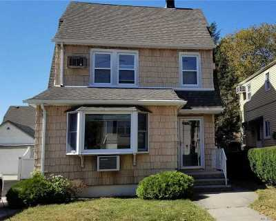 Mineola Single Family Home For Sale: 51 Holly Ave