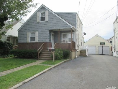 Lindenhurst Multi Family Home For Sale: 15 W Clearwater Rd