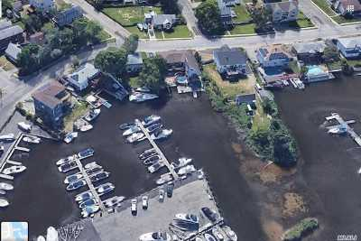 Lindenhurst Single Family Home For Sale: 792 S Wellwood Ave