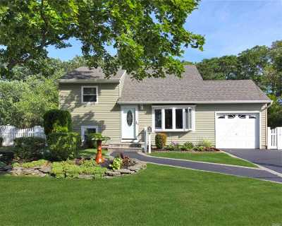 East Islip Single Family Home For Sale: 42 Sherwood Dr