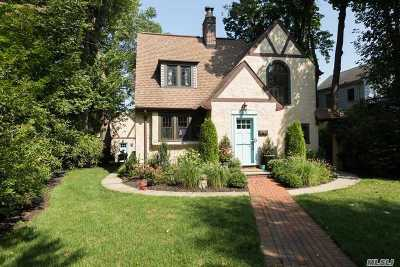 Single Family Home For Sale: 83 Park Ave