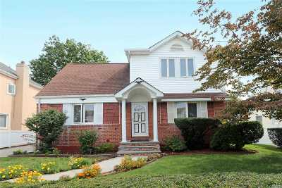 Single Family Home For Sale: 187 Cushing Ave