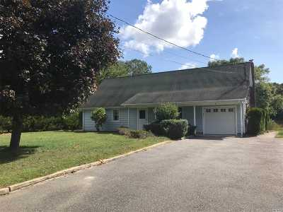 Center Moriches Single Family Home For Sale: 9 Grace Ct
