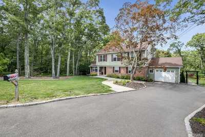 Melville Single Family Home For Sale: 19 Walker Pl