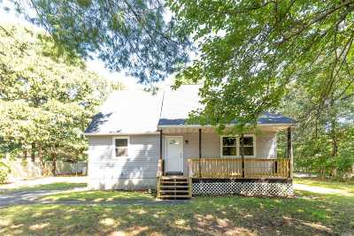 Medford Single Family Home For Sale: 49 Smith Ln