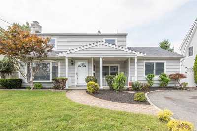 Levittown Single Family Home For Sale: 24 Wood Ln
