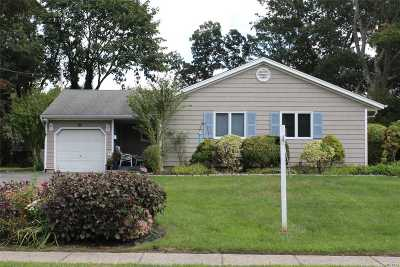 Sayville Single Family Home For Sale: 82 Loop Dr