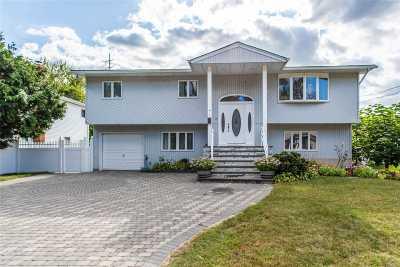 Lindenhurst Single Family Home For Sale: 7 N Lewis Ave