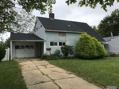 Wantagh Single Family Home For Sale: 11 Weaving Ln