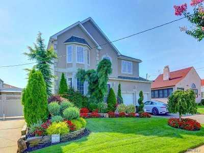 Merrick Single Family Home For Sale: 2768 Frankel Blvd