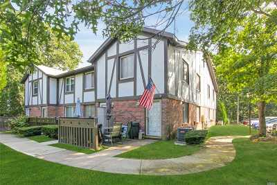 Medford Condo/Townhouse For Sale: 105 Birchwood Rd