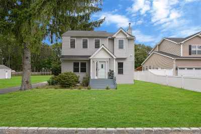 Ronkonkoma Single Family Home For Sale: 131 Vanderbilt Ave