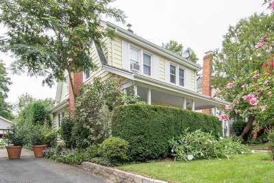 Single Family Home For Sale: 69 Bar Beach Rd