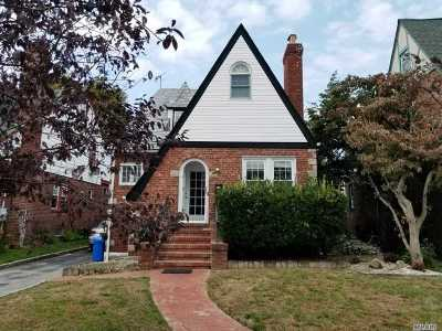 Lynbrook Single Family Home For Sale: 19 Evergreen Ave