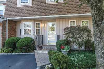 Woodbury Condo/Townhouse For Sale: 89 W Woodlake Dr
