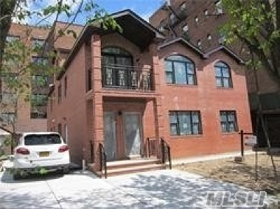 Kew Gardens Multi Family Home For Sale: 8431 Beverly Rd
