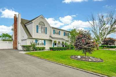 Copiague Single Family Home For Sale: 51 Dolphin Ln