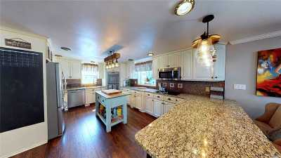 Centereach Single Family Home For Sale: 7 Continental Dr