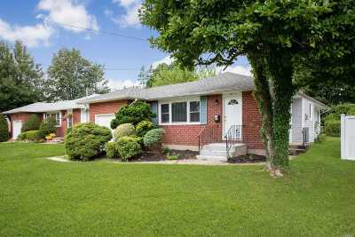 Bethpage Single Family Home For Sale: 27 Russell Ave