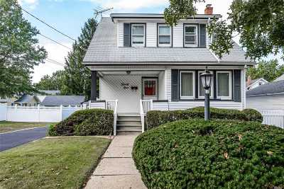 Lynbrook Single Family Home For Sale: 29 Birch St