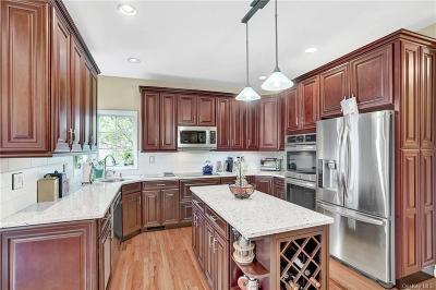 Putnam County Single Family Home For Sale: 22 Hildacar Lane