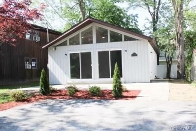 Putnam County Single Family Home For Sale: 221 Maple Road