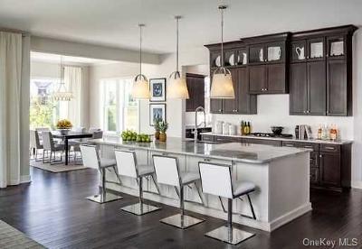 Dutchess County Single Family Home For Sale: 18 Fenton Way #286