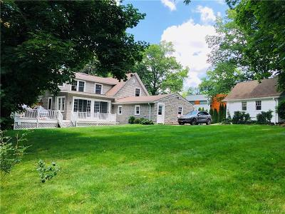Westchester County Single Family Home For Sale: 25 Senate Place