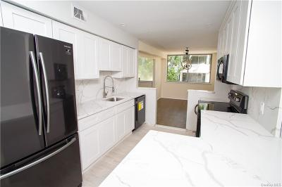 Westchester County Condo/Townhouse For Sale: 422 Tallwood Drive