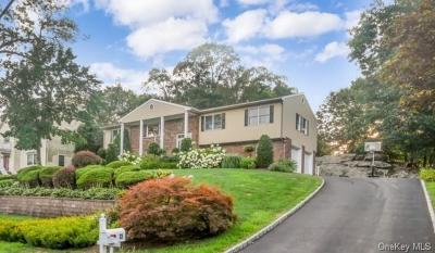Westchester County Single Family Home For Sale: 33 Rock Cliff Place