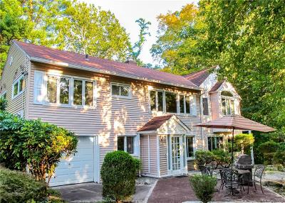 Westchester County Single Family Home For Sale: 216 Woodhampton Drive
