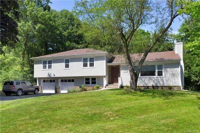 Dutchess County Single Family Home For Sale: 11 Oak Bend Road